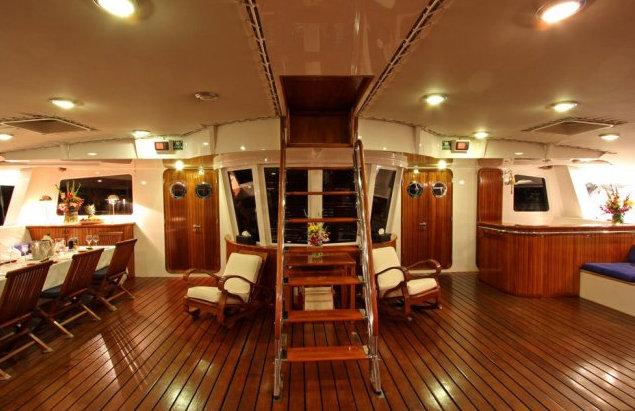https://www.antarescatamarans.com/img/dodger/catamaran-bimini.jpg