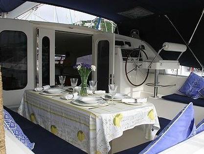 https://www.antarescatamarans.com/img/dodger/catamaran-cockpit.jpg