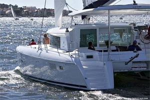https://www.antarescatamarans.com/img/dodger/hardtop-catamaran.jpg